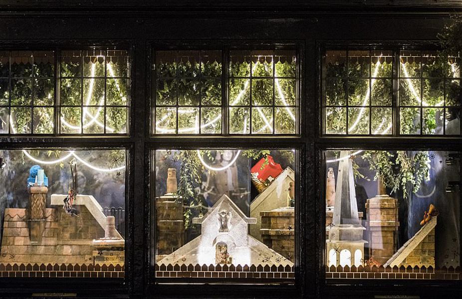 ליברטי - תפאורת גגותיה החורפיים של לונדון